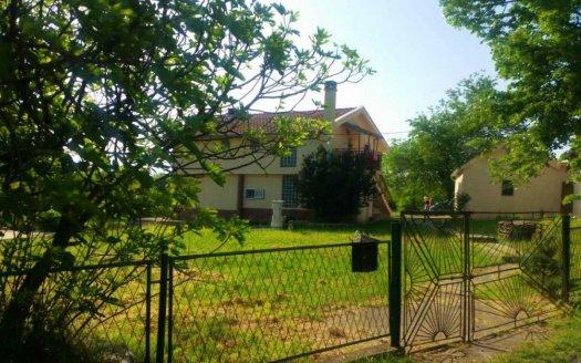 kuća dvije stambene jedinice centralno grijanje danilovgrad