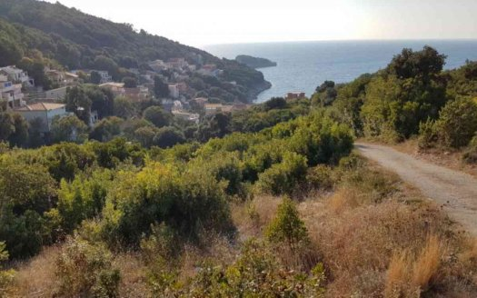 urbanizovan plac utjeha blizu mora